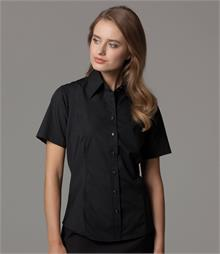 Soft, classic collar Fitted style Curved panels front and back Rounded hem Back yoke Available in long sleeves K743