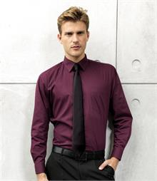 Left breast pocket Stiffened collar Self coloured buttons Adjustable cuffs Back yoke Straight hem